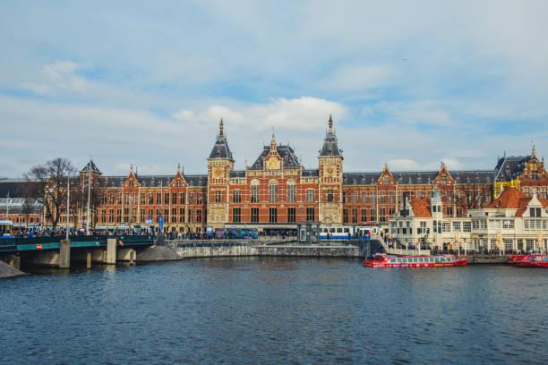 Gebäude außen Amsterdam Hauptbahnhof (Amsterdam Centraal) Hauptbahnhof – Foto