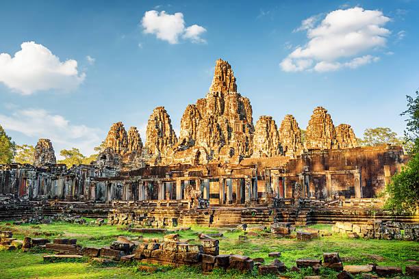 Main view of ancient Bayon temple in Angkor Thom, Cambodia – Foto