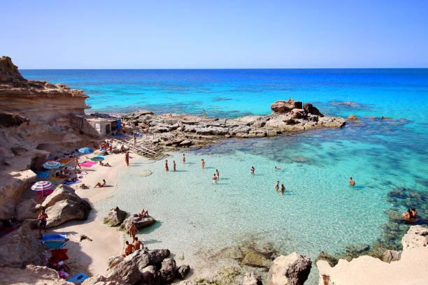 "main view of ""es calo d'es mort"" beach, one of the most beautiful spots in formentera, balearic islands, spain - ibiza imagens e fotografias de stock"