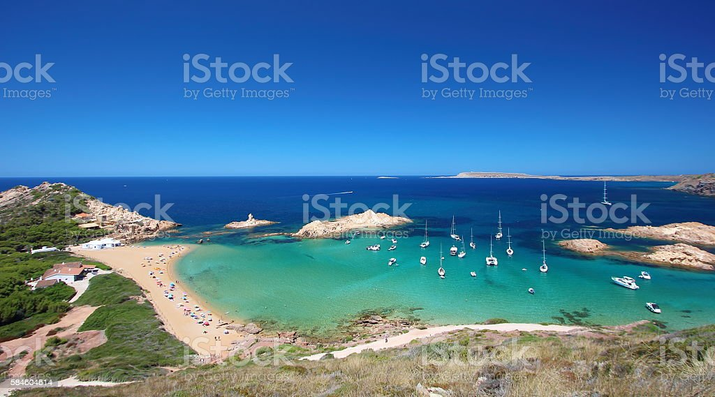 Main view of 'Pregonda' beach in Menorca, Balearic Islands, Spain. - foto stock