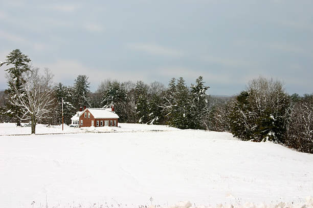 maine winter country house after a winter stormVisit my Maine Winter lightbox http://www.istockphoto.com/file_search.phpaction=file&lightboxID=2401290 russian dacha stock pictures, royalty-free photos & images