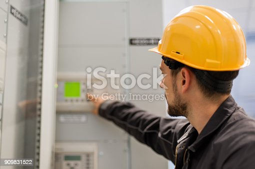 istock Maintenance engineer testing voltage switchgear and bay control unit 909831522