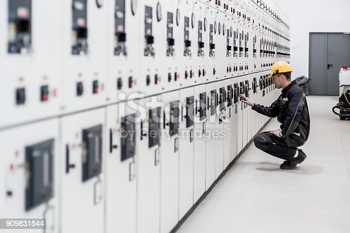 istock Maintenance engineer testing voltage switchgear and bay control unit 909831544