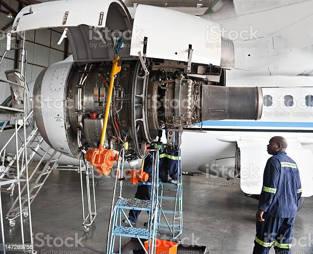 Maintenance men working on an aircraft picture id147269758?b=1&k=6&m=147269758&s=612x612&h=py8ba4a7gnadw3yz6uaysxjwkyt6egm uvqf6i7hgvg=