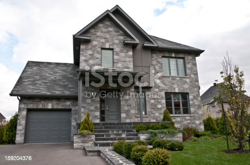 Maison Moderne Grise De Pierre Moderne Grey Stone House Stockfoto ...
