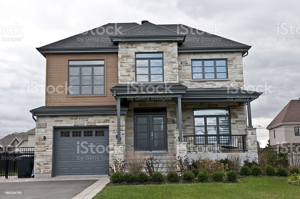 Maison moderne pierre et bois modern house stone and wood royalty free stock photo
