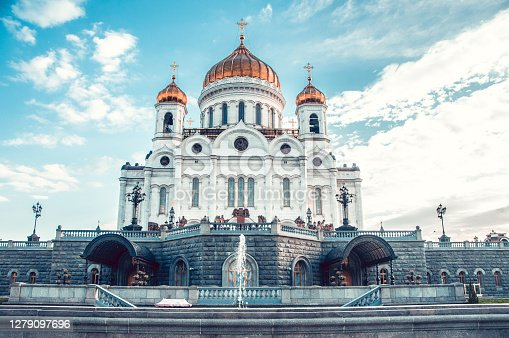 istock Majestic Christ The Savior Church Fountain In Moscow, Russia 1279097696