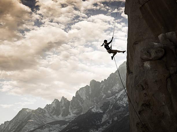 majestoso alpinista - escalação em rocha - fotografias e filmes do acervo