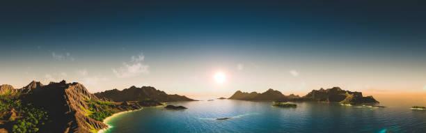Majestuoso paisaje exótico al atardecer - foto de stock