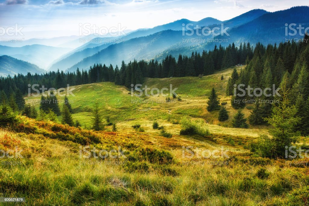 Majestätische Landschaft Sommer Berge. Reisen Konzept Hintergrund. – Foto