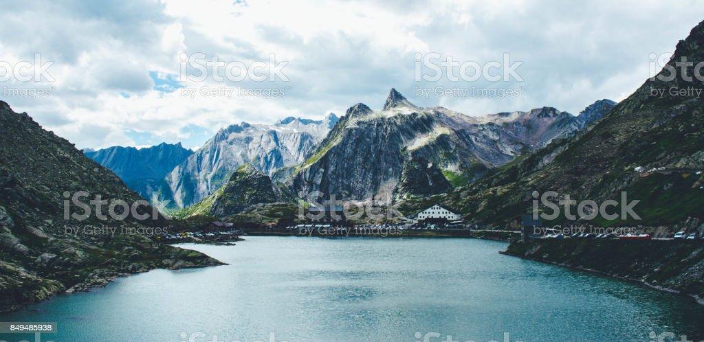Majestätischen Berg-See in der Schweiz. – Foto