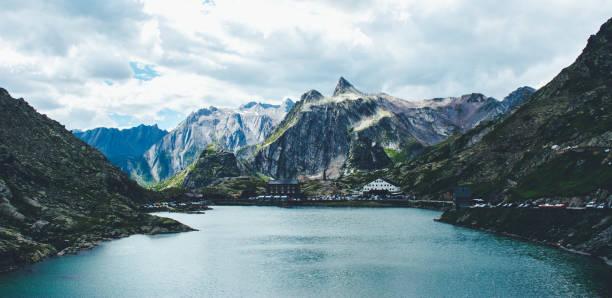 majestätischen berg-see in der schweiz. - kanton schweiz stock-fotos und bilder