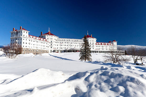 Majestic Mt. Washington Hotel in New Hampshire Bretton Woods, United States - January 23, 2010: The magnificent Mt Washington Hotel in Bretton Woods, New Hampshire was completed in 1902 and was the most luxurious hotel of its time.  It has hosted many celebrates and presidents.  It is a National Historic landmark.  The hotel offers 300 rooms and suites and many activities such as golf, and both nordic and alpine skiing.  It is a very popular tourist destination in all year round. mount washington new hampshire stock pictures, royalty-free photos & images
