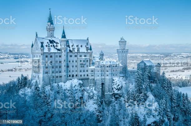 Majestic neuschwanstein castle in allgaeu region bavaria in winter picture id1140195623?b=1&k=6&m=1140195623&s=612x612&h=kxxxc 5ojqljredum7ttbtitd xammwv8qv jywko u=