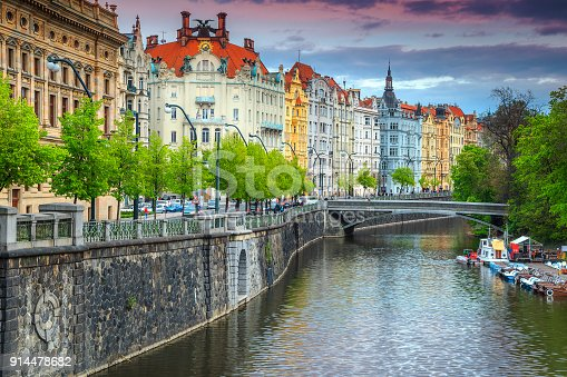 istock Majestic spring panorama with famous Prague city, Czech Republic, Europe 914478682