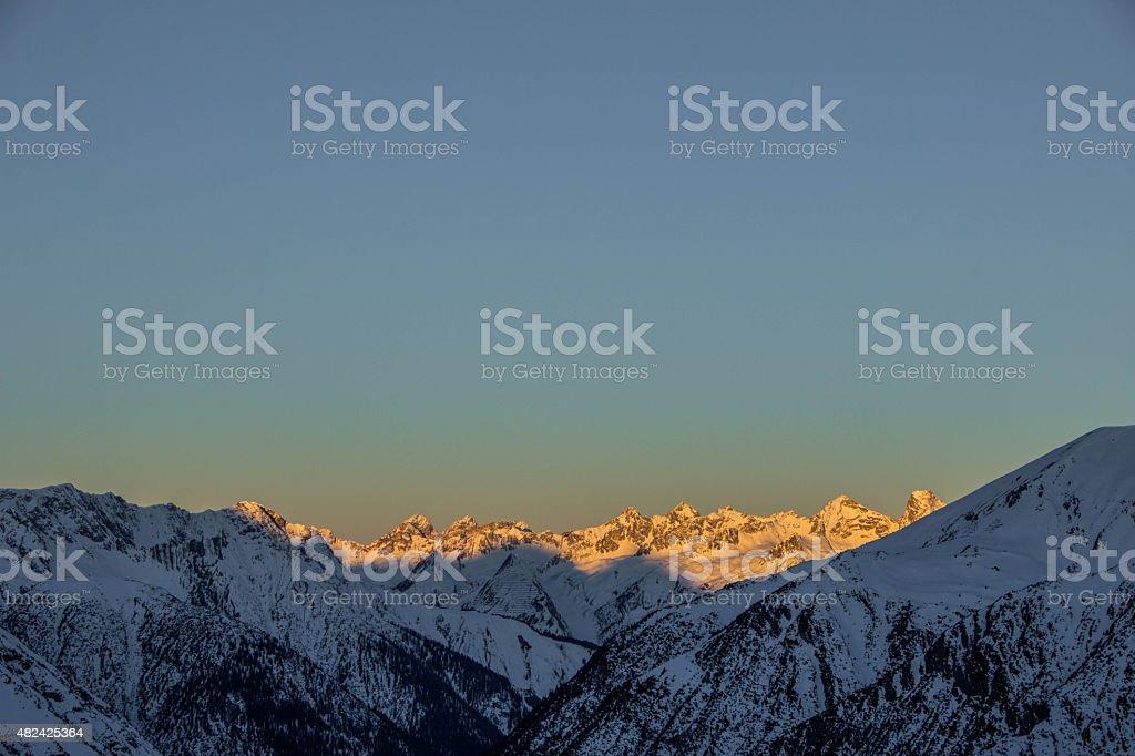 Majestätischen Sonnenuntergang in den österreichischen Alpen – Foto