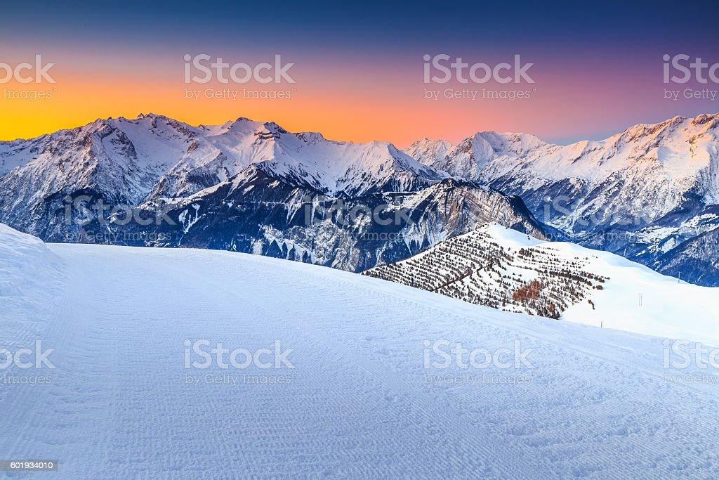 Majestic winter landscape and fantastic sunset,Alpe d Huez,France foto