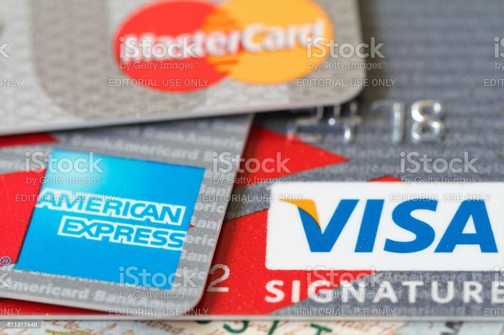 Principales tarjetas de crédito:  Tarjeta Visa, American Express y datos maestros  - foto de stock
