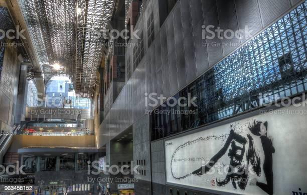 Centro Estación Y Transporte De Ferrocarril Importante En Kyoto Arquitectura De Estilo Moderno De Kyoto Sala Principal Hecho En Técnica Hdr Foto de stock y más banco de imágenes de Acero