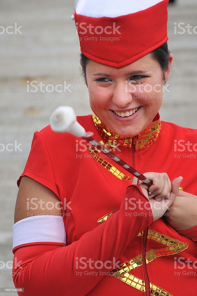 Majorette-Adolescente sonriente en uniforme - foto de stock