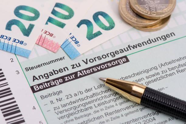 machen sie deutsche steuer ausfüllen informationen auf aufwendungen für altersversorgung - gefüllte bon bons stock-fotos und bilder