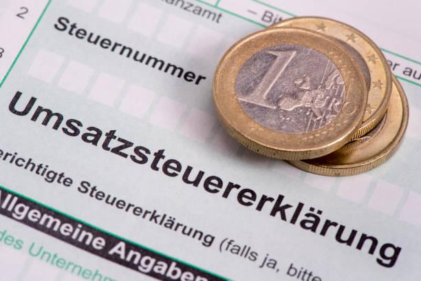 machen sie deutsche steuer ausfüllen für mwst - gefüllte bon bons stock-fotos und bilder