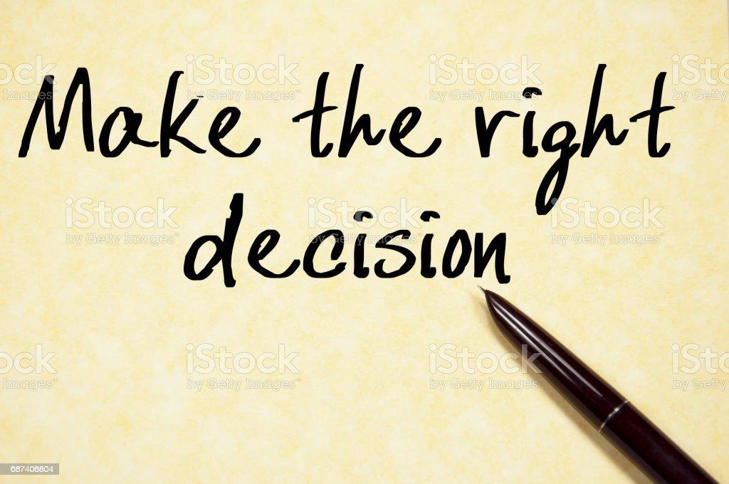 Die richtige Entscheidung text Schreiben auf Papier – Foto