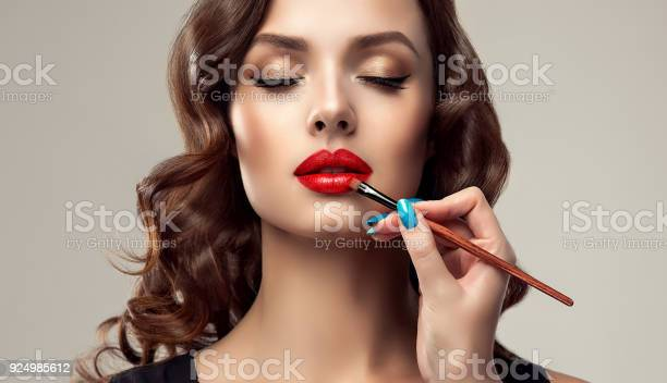 Make up artist is working with face of gorgeous model cosmetic and picture id924985612?b=1&k=6&m=924985612&s=612x612&h=o5friw3vdairbsmdv2gziacy 0gatshmd50gcphqr8g=