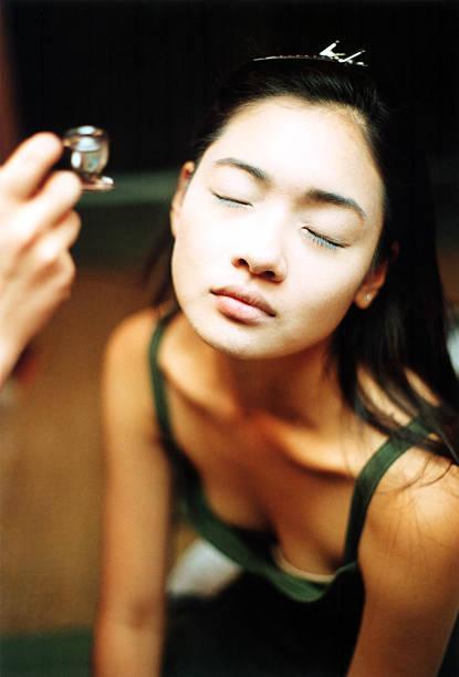 make-up künstler & modell - airbrush make up stock-fotos und bilder
