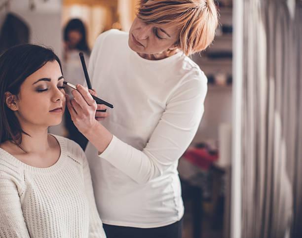 make up... - brautstyling stock-fotos und bilder
