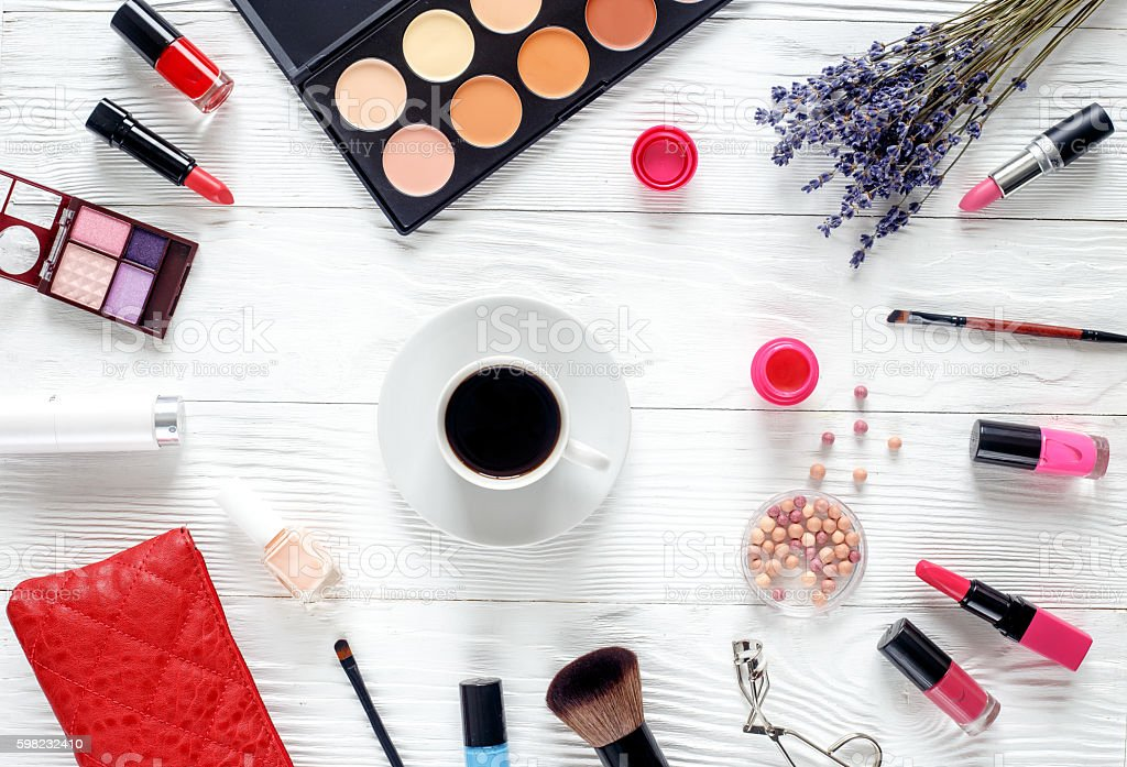make up set on wooden table with lavender top view foto royalty-free