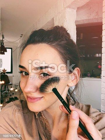 istock DIY make up tutorial 1037417718