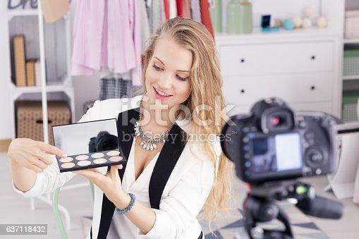 istock Make up vlogger recording broadcast 637118432