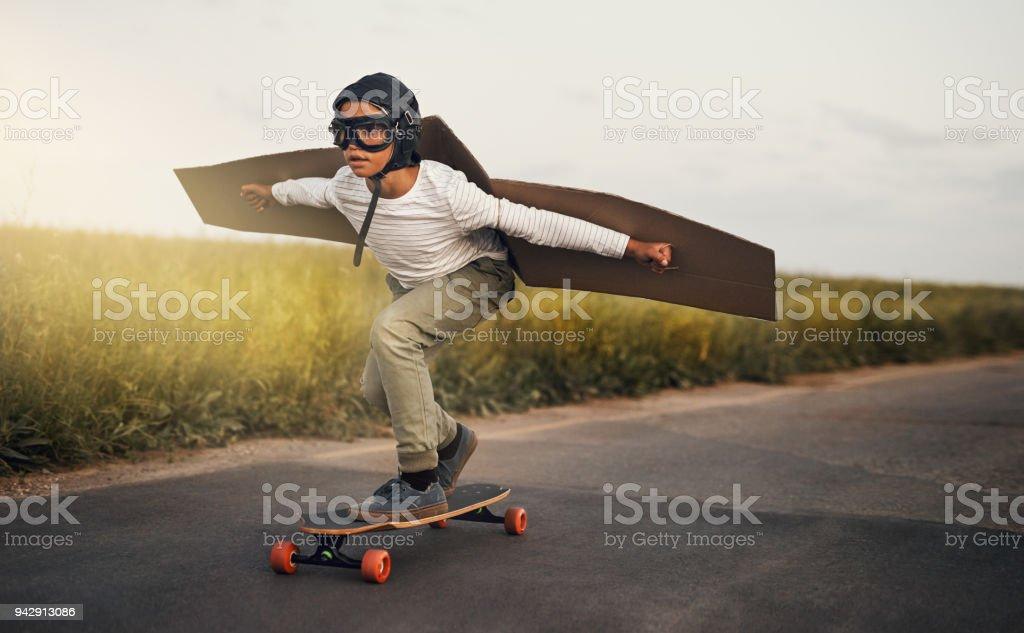 Hacer la manera para el chico cool - foto de stock