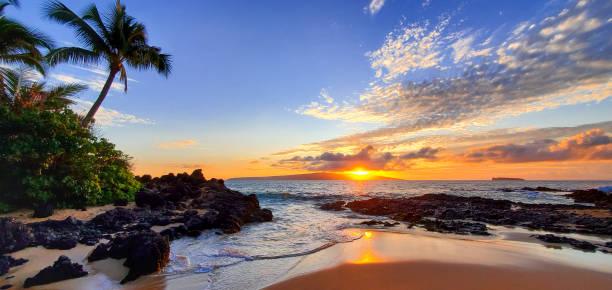 Makena secret beach at sunset in maui hawaii picture id1193403249?b=1&k=6&m=1193403249&s=612x612&w=0&h=zdtj5ynztu1rkjdlunm42etmotbaqd3ihewgb3n5t3m=