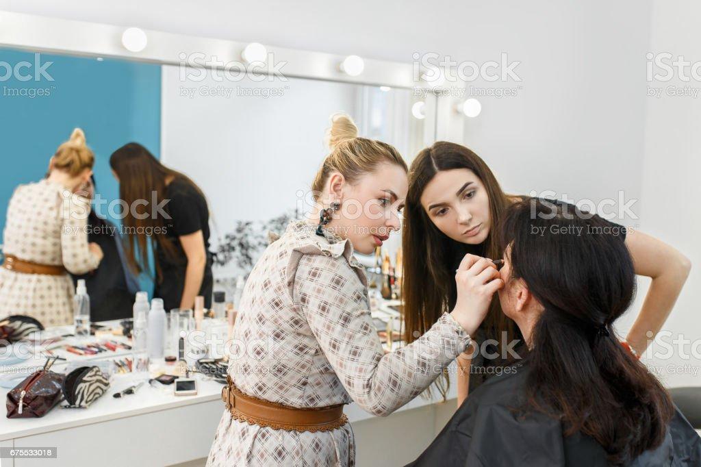 artiste de maquillage maquillage photo libre de droits
