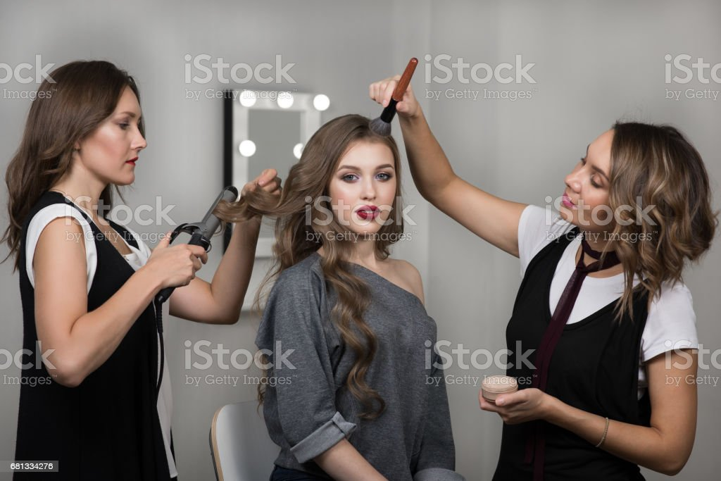 Makeup artist, hairstylist and model in beauty studio – zdjęcie
