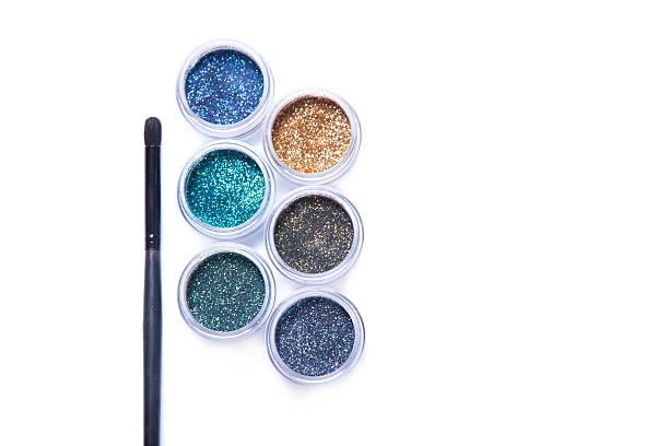 makeup brush and colorful glitters in transparent jars - goldenes augen make up stock-fotos und bilder
