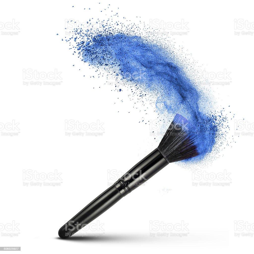 Maquillaje Cepillo de polvo azul aislado - foto de stock
