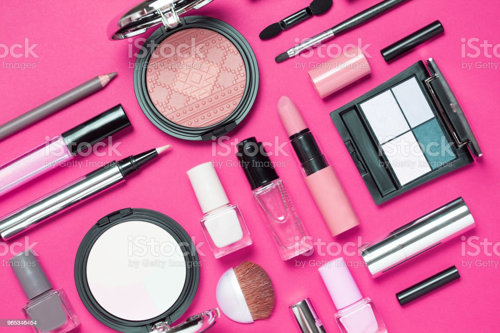 Makeup brushes set and color eyeshadow palette on pink background zbiór zdjęć royalty-free