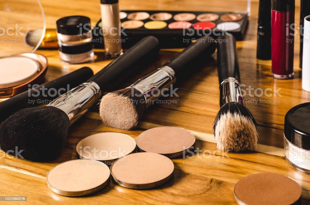 Maquiagem de produtos cosméticos até mesmo o tom de pele - foto de acervo