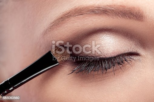 istock Makeup.  Eye shadow brush 585060560