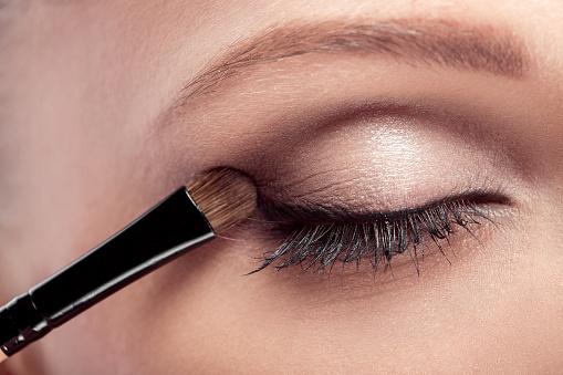 istock Makeup.  Eye shadow brush 585060560