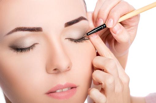 istock Makeup.  Eye shadow brush 585064880