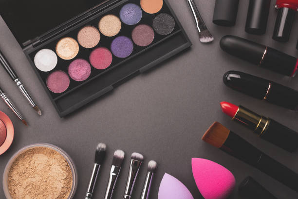 Makeup moody background Makeup moody frame background. Decorative cosmetic flat lay including eye shadows palette, foundation, brushes and tools. Beauty concept. Top view, copy space. stage make up stock pictures, royalty-free photos & images