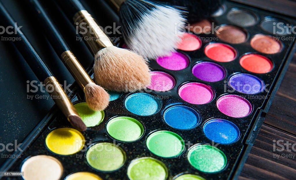 Make-up-palette mit Pinsel-Make-up. – Foto