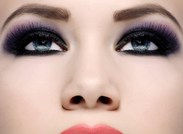 make-up - lila augen make up stock-fotos und bilder