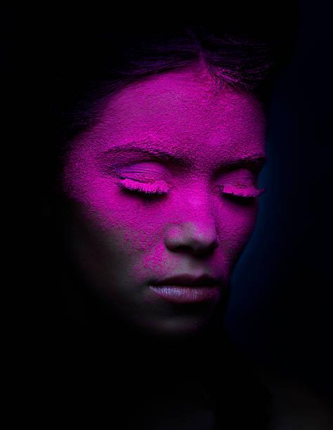 make-up-porträt - rosa tarnfarbe stock-fotos und bilder