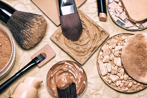 makeup products to even out skin tone and complexion - foundation stockfoto's en -beelden