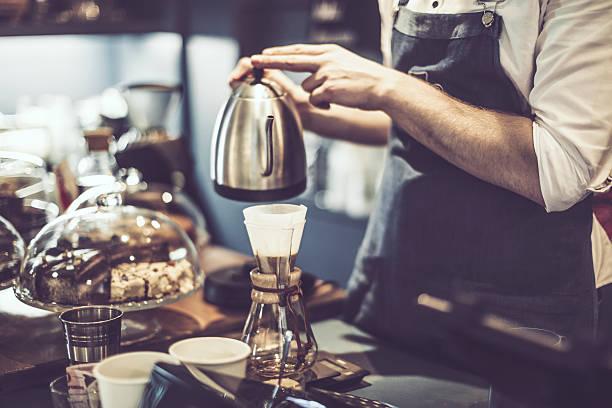 でのコーヒー - バリスタ ストックフォトと画像